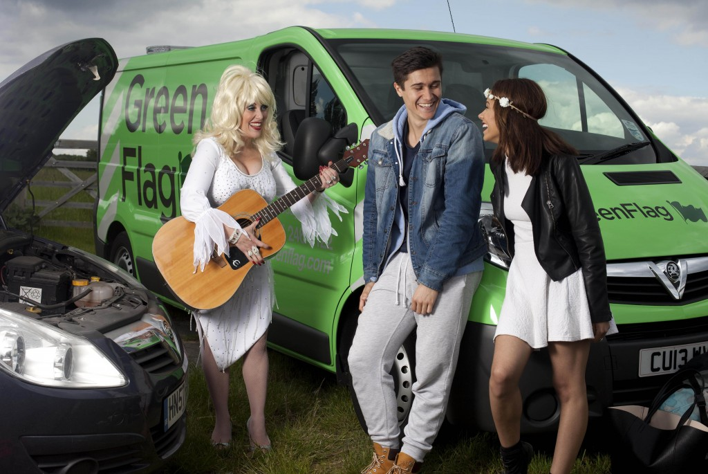 Dolly Parton entertains Glastonbury goers at the roadside