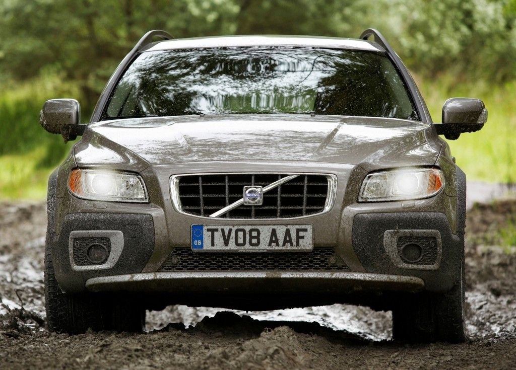 Driving slowly and steadily is the key to not getting stuck in mud (© Volvo)
