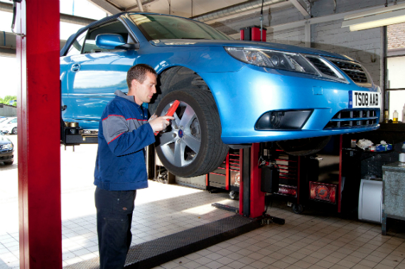 How to carry out DIY checks on your car before an MOT