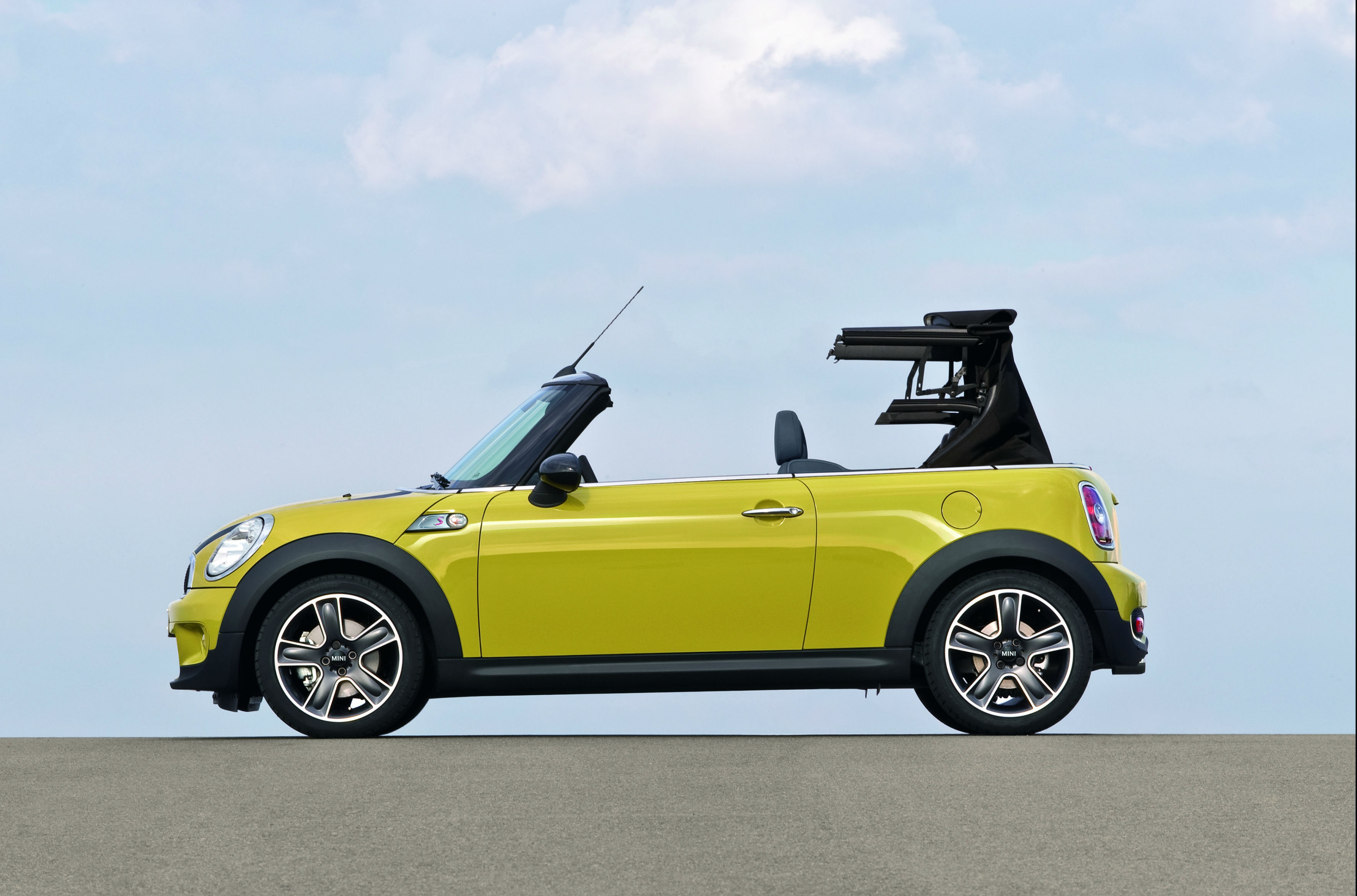 Convertible roof repair: complete guide - Green Flag