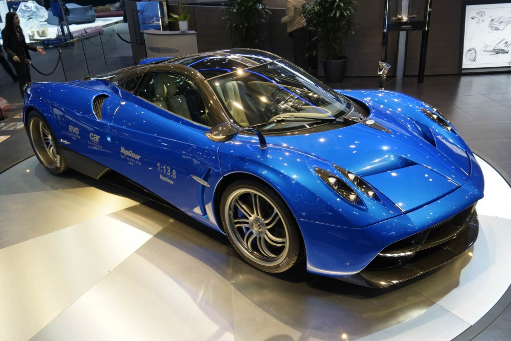 Optional carbon fibre body adds nearly £100,000 to cost of Pagani Huayra