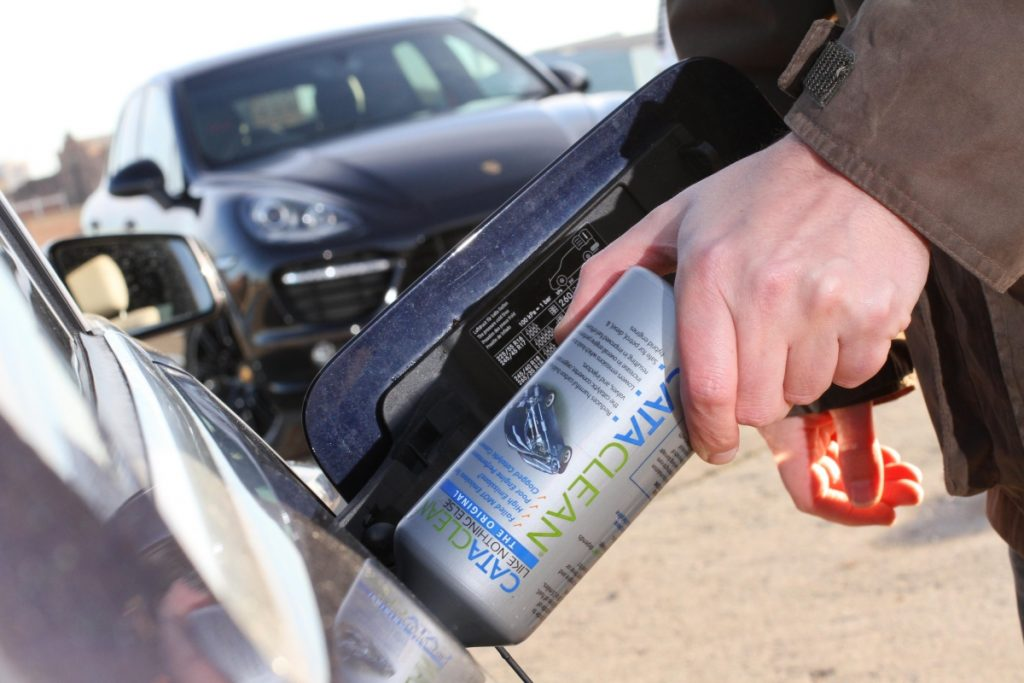 Car exhaust system cleaning: is it worth using DIY products for catalytic converters or diesel particulate filters?