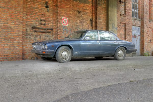 The posh Jaguar XJ12 starred in which spoof zombie apocalypse?