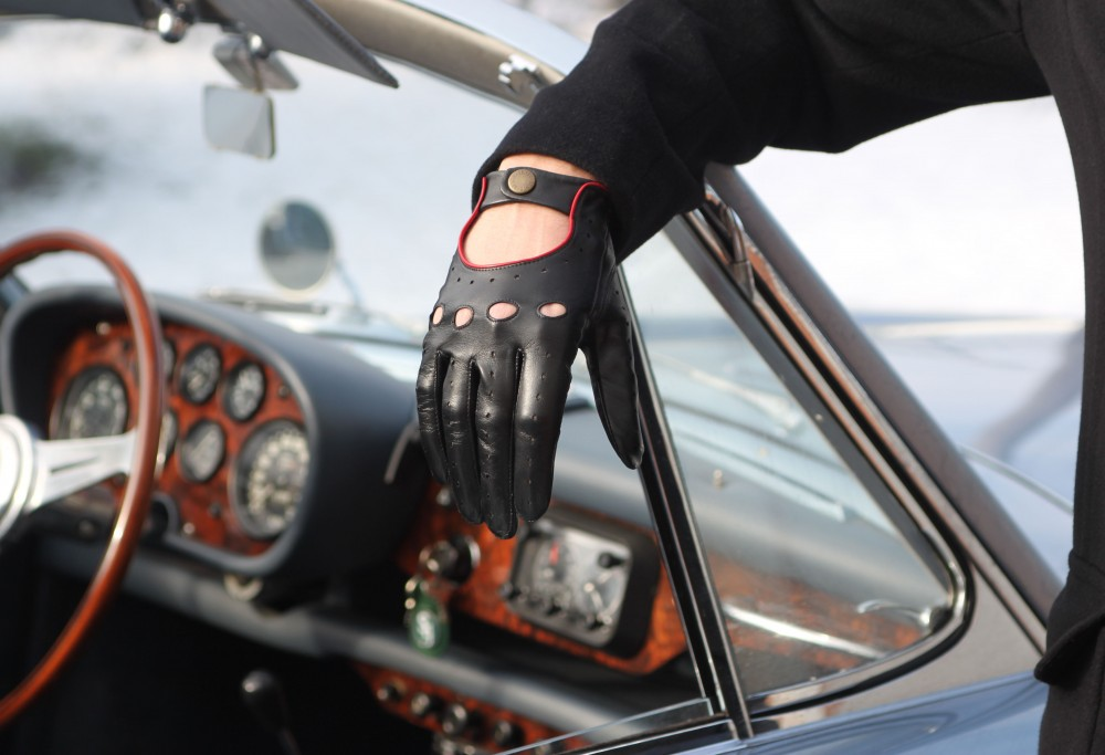 Christmas gift guide for drivers 2017, Dent driving gloves