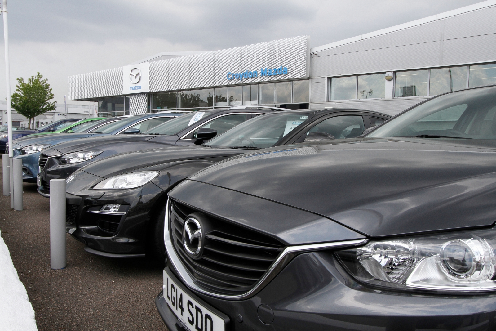 Experts' car buying tips