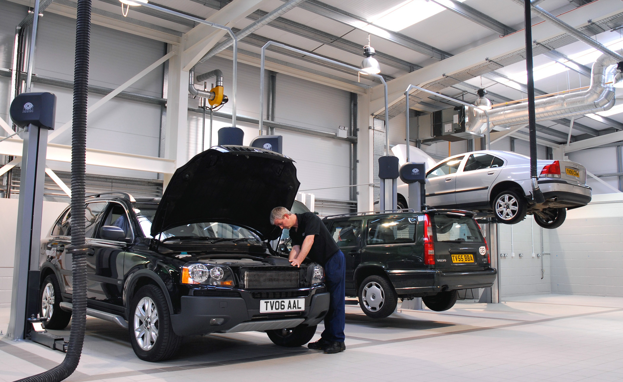 Franchised dealers often have the latest equipment and knowledge of relatively new cars