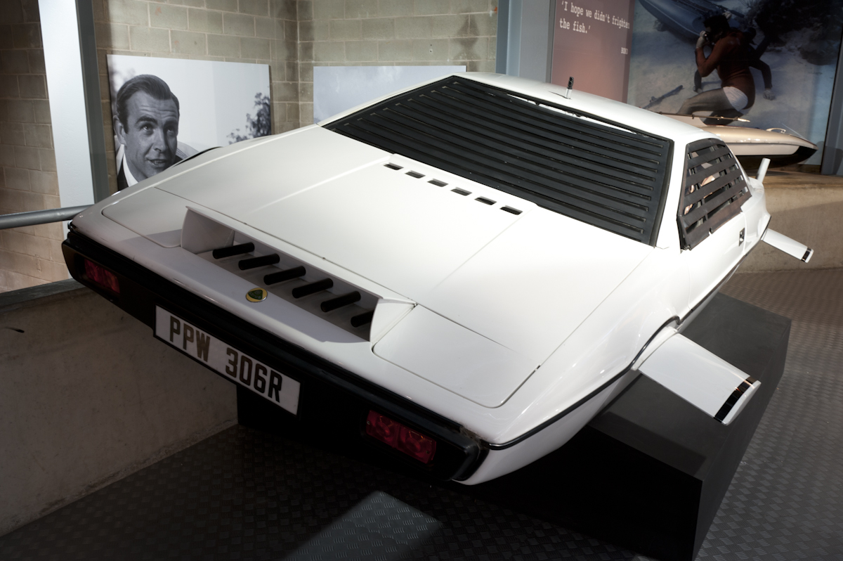 What was the coolest feature of the Lotus Esprit, which appeared in The Spy Who Loved Me?