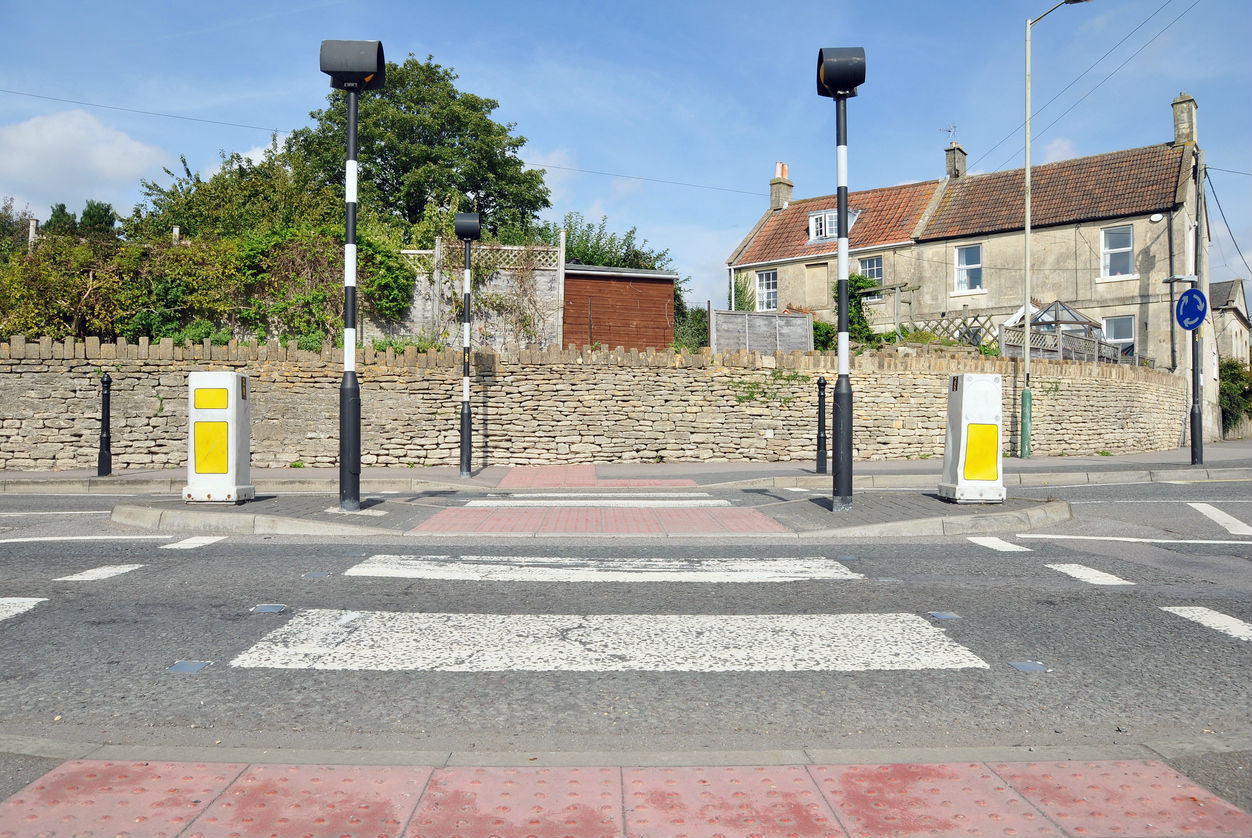 What rule applies to zebra crossings with an island in the middle?