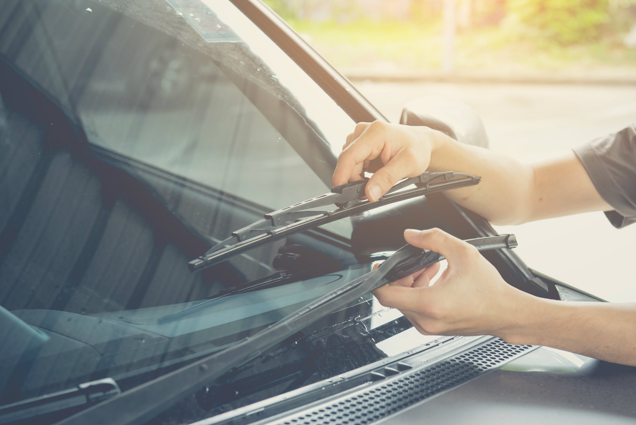 How do you know if windscreen wipers need replacing?